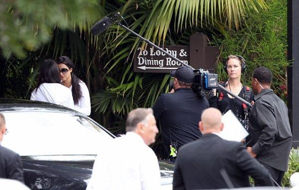 Kim, Kris & Kourtney leave the Four Seasons Hotel in Santa Barbara (08/20)