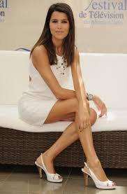 Karine Ferri beau pieds et belle jambes.