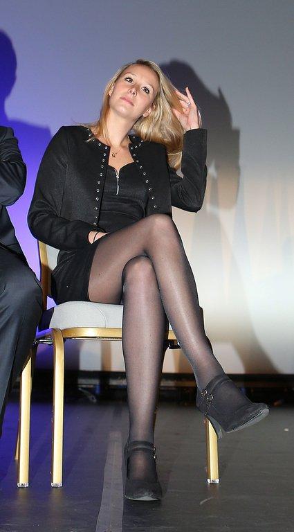 Les belles jambes et beaux pieds de Marion Marechal Le Pen