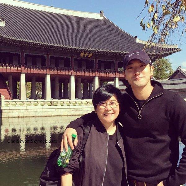 Mise a jour du compte Instagram de Kennie ( manageur chinois de Siwon) Ne soyez pas jaloux, je sors avec un beau jeune homme !!! Il fait ma journée ^^ 😙😙😙 @ siwon1987 #Siwon #Handsome rivière #Han
