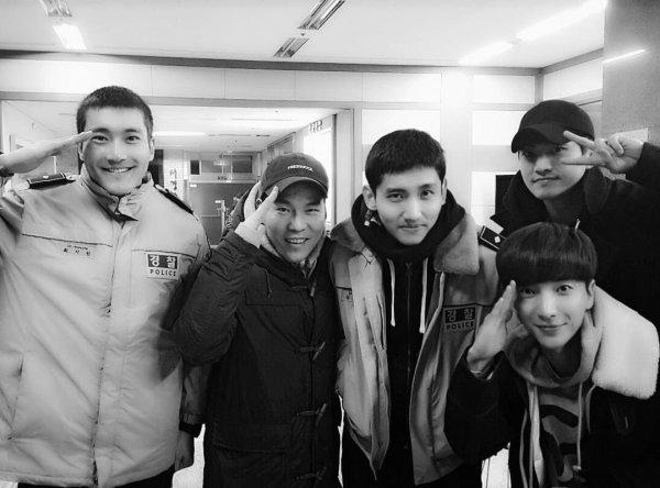 En bon leader Leeteuk a rendu visite a Siwon et Changmin a l'armée
