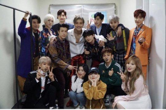 Mise a jour du compte Instagram dew24_official_ avec Siwon et les Super Junior