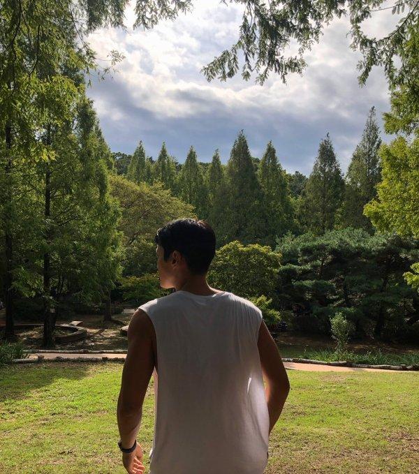 Mise a jour du compte Twitter de Siwon; le dernier jour d'été