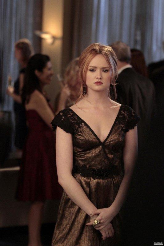 444029dc4a69 Gossip Girl 3.0 Saison 5 . Episode 18. J'aime le decolleté de la robe ...
