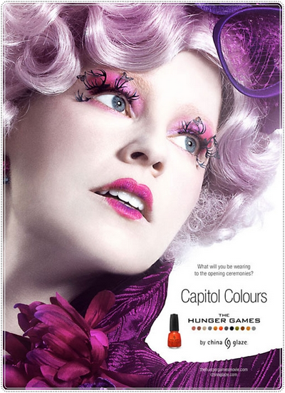 . Une affiche d'Effie Trinket  comme le visage en couleurs du capitole .