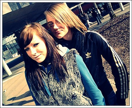 - Les meilleures de ma vie ; mes meilleures amie celle a qui je peux faire confiance , pour toute la vie ; mes nenettes ;$<3