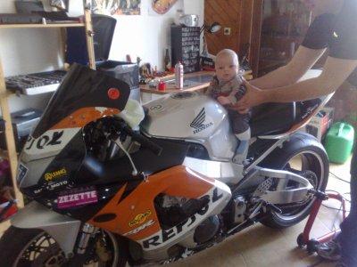toujours en moto et de course taillé pour la compete