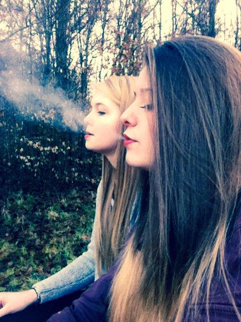 """L'amitié est née à ce moment où une personne dit a une autre : """"Quoi! Toi aussi ? je croyais etre la seule """" ♥"""