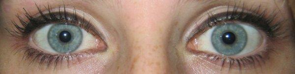 Mes yeux... zéros retouche, je vous aime <3
