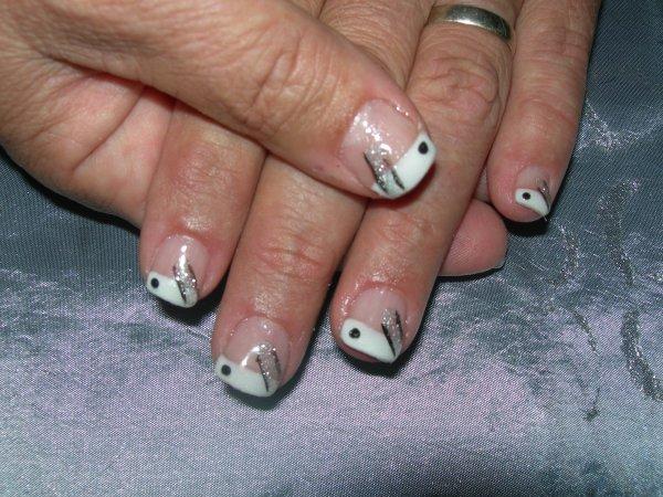 french blanche et paillettes pour nicole nail art french manucure extensions et. Black Bedroom Furniture Sets. Home Design Ideas