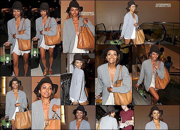 Kat a été vu prenant un vol à l'aéroport de LAX, le 17 Août.
