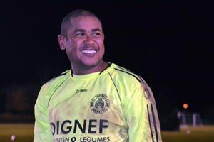 L'ancien gardien du Standard Aragon Espinoza s'entraîne à Hannut en P1 liégeoise