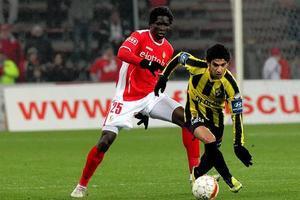 Standard: retour en Belgique retardé pour Kanu