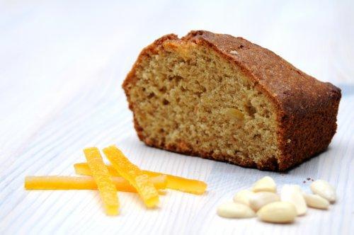 Gâteau aux dattes à la fleur d'oranger et à l'orange confite