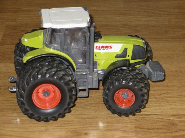 le tracteur class  avec 8 roue