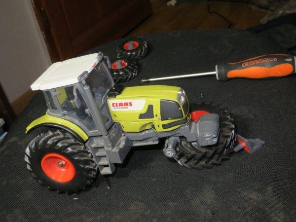 le demontage du tracteur class 8 roue
