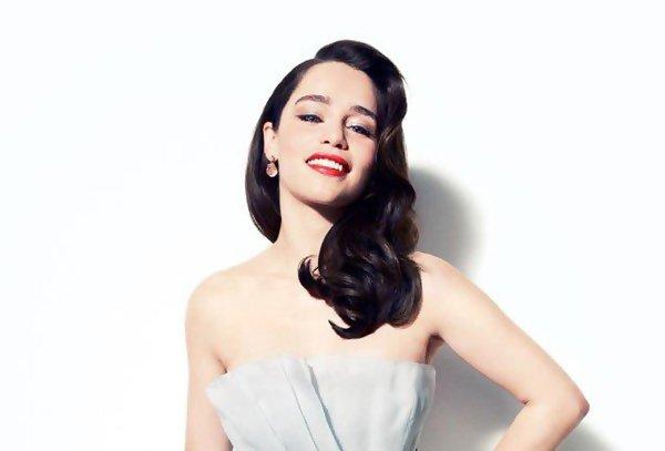 En avril 2012 Emilia Clarke a posé pour Vanity Fair. Je trouve ce shoot sublime, tout dans le glamour.