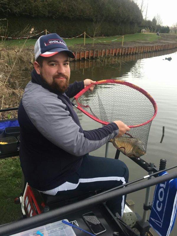 Petite journée de pêche pour ludo garde au domaine de la Peupleraie