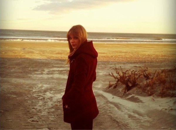 Taylor Swift elle préfère la plage l'hiver !