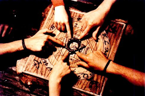 Thème 24: La planche OUIJA