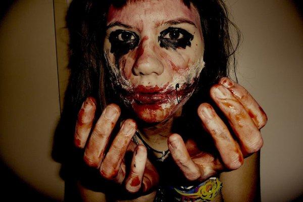 Ma main est posée sur mon coeur. Mais fait gaffe à ce qu'un jour elle ne t'arrive pas dans la gueule.