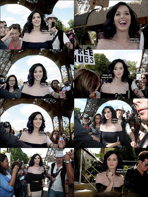 31 Août: Katy à profité de son passage dans notre belle capitale pour visiter la tour Eiffel.