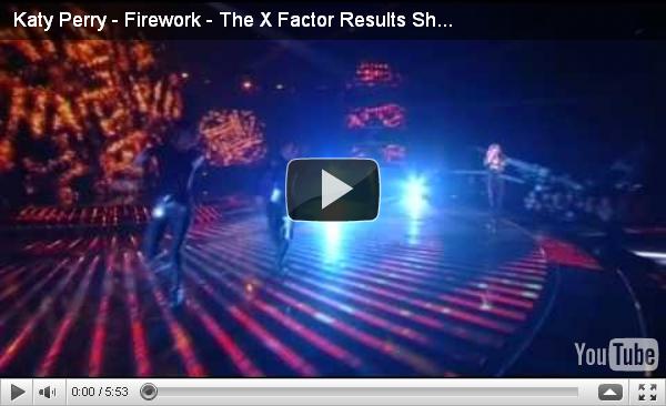 """Dim 17 octobre: Katy arrivant au studio de X-Factor où elle a chanté """"Firework"""" (voir ci-dessous) à Londres. Nouvelle coupe !"""