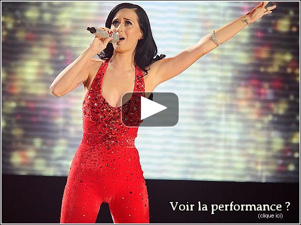 21/11/10 Katy  plus magnifique que jamais, sur le tapis des American Music Awards. Katy est malheureusement repartie les mains vides, malgrès ses 3 nominations. Dommage !          Katy a chanté la chanson Firework... malheureusement je ne trouve pas cette performance très reussie. (voir ci-dessous)