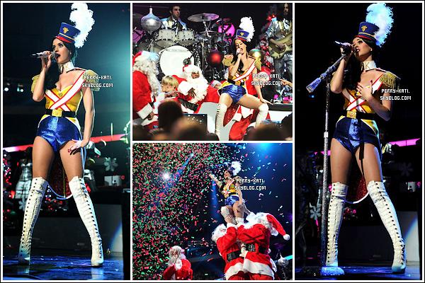 10/12/10  Katy au grand concert de fin d'année, le « Z100 Jingle Ball 2010 by H&M » à New York !  Avec Katy Perry, c'est tous les jours mardi gras !