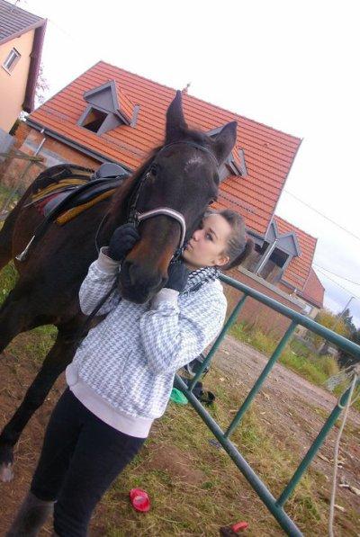 Venus une juments pas comme les autres , une juments que j'aime plus que tout , et je jamais je n'abandonnerais :) Je les toujours aimer , comme elle est avec son caractére c'est caprise , malgrés tout ! Un cheval ce n'est pas fait que pour monter , mais aussi pour l'aimer comme il est , lui apprendre des choses , le monté , et le respecter , lui donné tous l'amour que tu porte :) N'oublie jamais que Le cheval sais là moitier d'un cavalié. Sache musserais sa peine , et il en fera pareille ;) ! Venus Je t'aime bien plus que tout ! <3