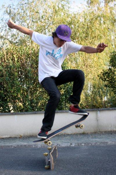 skate ollie une planche