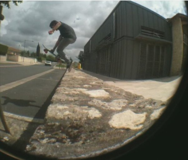 Boneless to footplant sur un bon gap !!