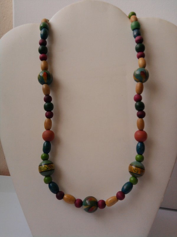 COLLIER EN BOIS MULTICOLORS