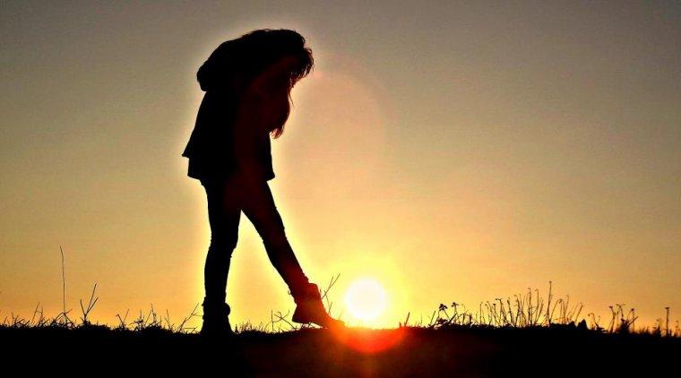 Chercher à oublier quelqu'un, revient à y penser deux fois plus... Donc, ne chercher pas à oublier quelqu'un, laisser le temps faire, il n'y à que lui qui a se pouvoir la...