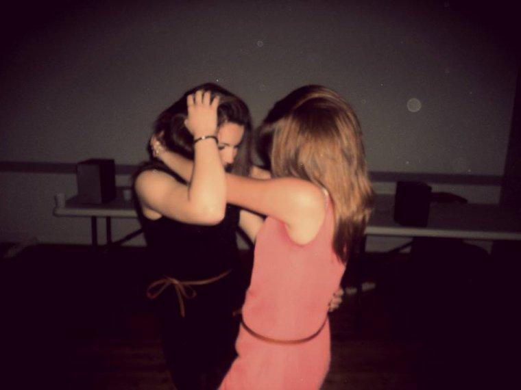 Un véritable ami, c'est quelqu'un qui sera la pour vous, à n'importe quel moment de la journée et de la nuit, et dans n'importe quelles circonstances..