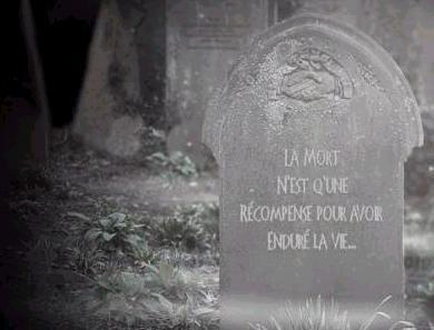 je te vois allonger,  sans bouger,  sans respirer,  dans ta tombe.  Tout triste tu es  toi qui regrète...  d'être mort.  En croisant tes mains,  en fermant tes yeux,  tu rêves du paradis  à laquel je vois que...  grâce à ce rêve:  tu souris même  étant mort.     je te vois allonger,  sans bouger,  sans respirer,  dans ta tombe.  Tout triste tu es  toi qui regrète...  d'être mort.  En croisant tes mains,  en fermant tes yeux,  tu rêves du paradis  à laquel je vois que...  grâce à ce rêve:  tu souris même  étant mort.