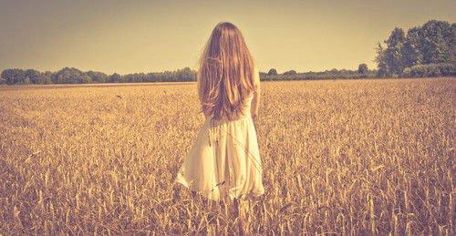 Parfois je ne suis pas heureuse, je ne suis pas malheureuse non plus. Je suis quelques choses mais je ne sais pas vraiment quoi.