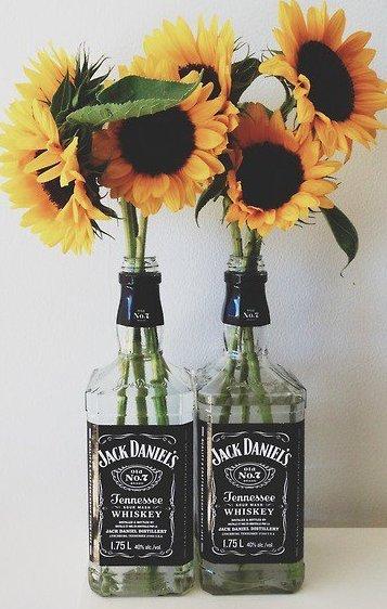 """Ce qui empeche de se tuer quand on est fou de l'ivresse, c'est l'idée qu'une fois mort on ne boira plus"""""""