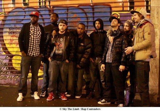 Sky The Limit (STL) : Rap Contenders, battle de Mc's en acapella.round d'une minute, au milieu de la foule se délectant des meilleurs punchline usant et abusant de la langue de Molière.les membres du jury de gauche a droite (Bks ,Escobar,Dony s,Diomay, Kamnouze,Dirty dan ....)