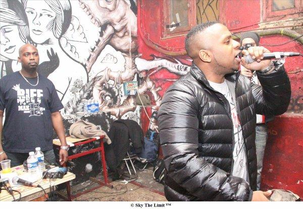 """Si tout comme moi, tu as loupé le live de Diomay a la Miroiterie ( Paris ), a l' occasion de la soirée """" Reflexion Capitale #47 : Run Paris """" . Voici une séance de rattrapage,  Le Mc nous offre plus de 13 min de live avec des extraits de son album """" Le Gaucher """" toujours dispo, un petit remix très technique et terrible d' """" Assassin's Skills """"  et """" Est Ce Que Je Dois En Faire Autant """"  Checkez Ca"""