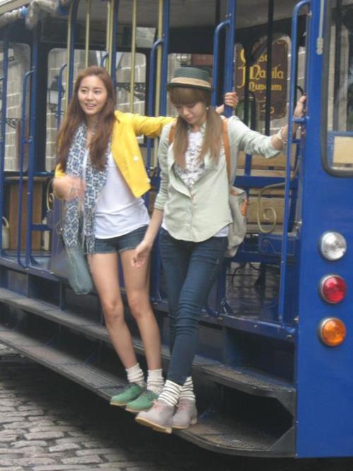 Uee et Jooyeon en Phillipine