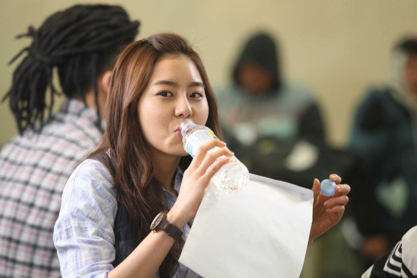 Uee sur le tournage de Burdie Buddy / Twitter:So young