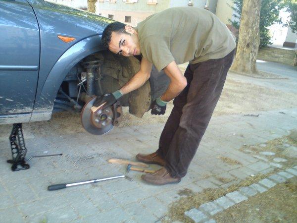 momo qui travaillait sur notre ancienne voiture