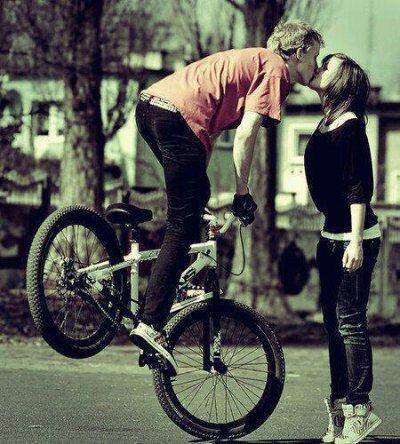 Ne quitte pas celle que t'aime pour celle qui te plais, parce que celle qui te plais te quitteras pour celui qu'elle aime :$