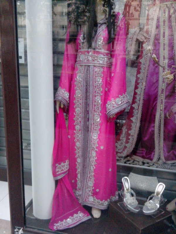 trop belle cette robe des que je les vu j ai penser a toi