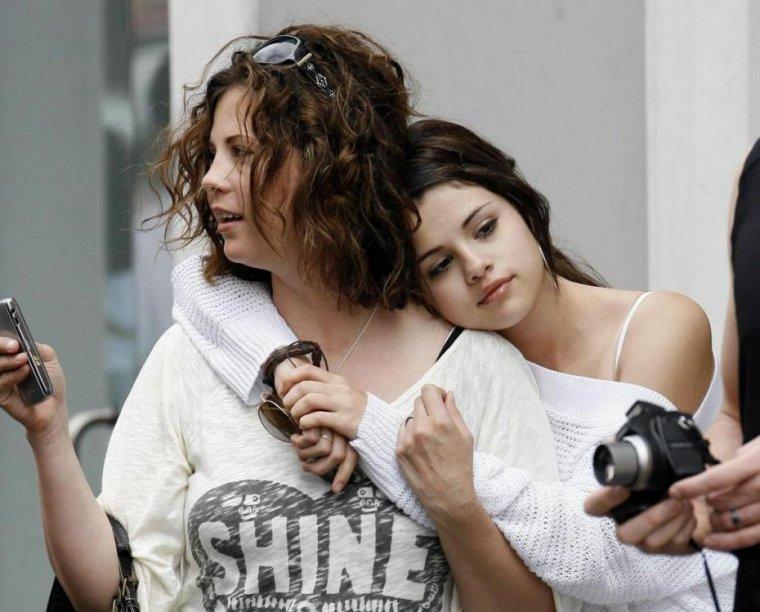 Articles de les segoises tagg s gracie elliot teefey blog de le - Selena gomez et sa famille ...