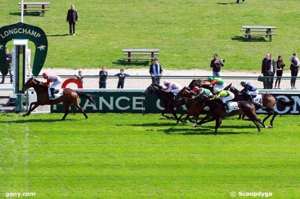 lundi 6 avril 2015 - longchamp plat prix pavillon royal 16 chevaux 2000 mètres résultat 2 16 8 13 15