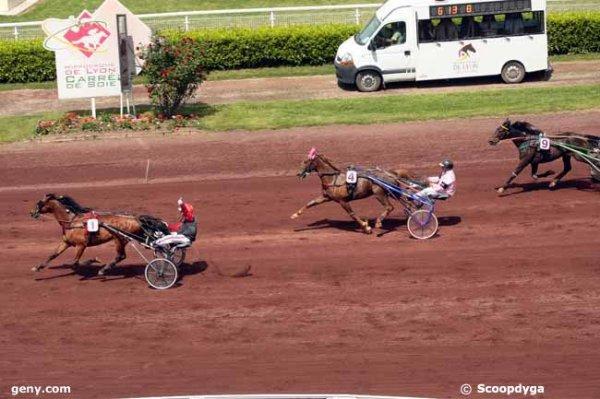 mardi  12   mai  2015  -  lyon-la-soie trot attelé  13 chevaux  arrivée 1  4  9  7  12