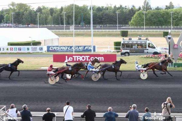 vendredi   12    juin     2015    -    vincennes  prix  eudura  résultat  5  9  4  14  7
