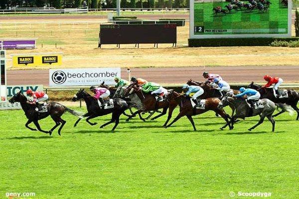lundi 20 juillet 2015 - vichy  plat 1600 mètres 15 chevaux un non partant le cheval 15 arrivée  13  9  2  7  6